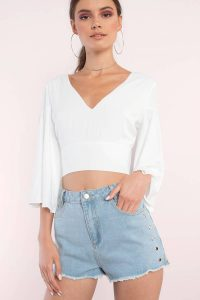 tobi.com - high wasited light wash denim shorts with rivet detail