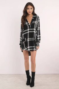 Go comfy casual with this plaid shift dress that can be worn all year long! Featuring a v-neckline, long sleeves, and two front pockets. Pair with knee-high suede boots for an edgy look.