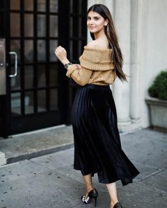 Maryam of @maryamishah wears the Tobi Natasha Off Shoulder Sweater Dress.