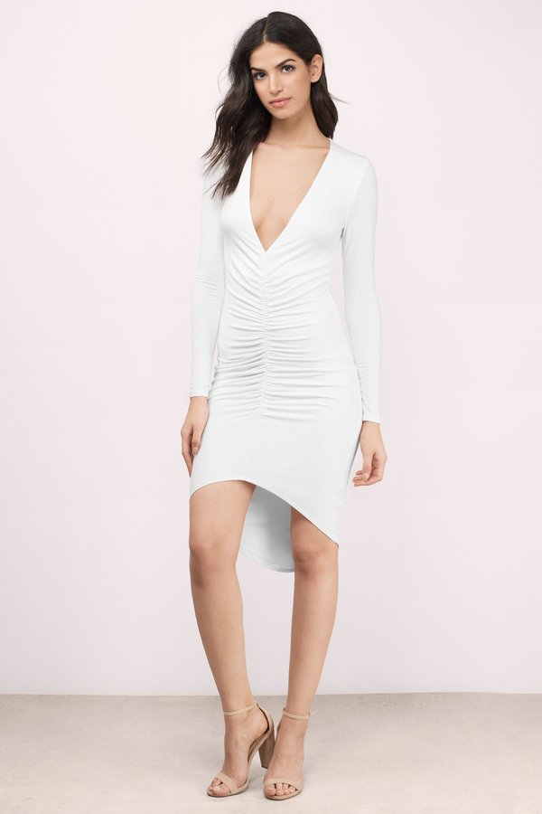 Take the midi trend for a spin in the Vittoria Midi Dress. This long sleeve bodycon midi dress features a deep V neckline, high low hem and ruching detail on the front.