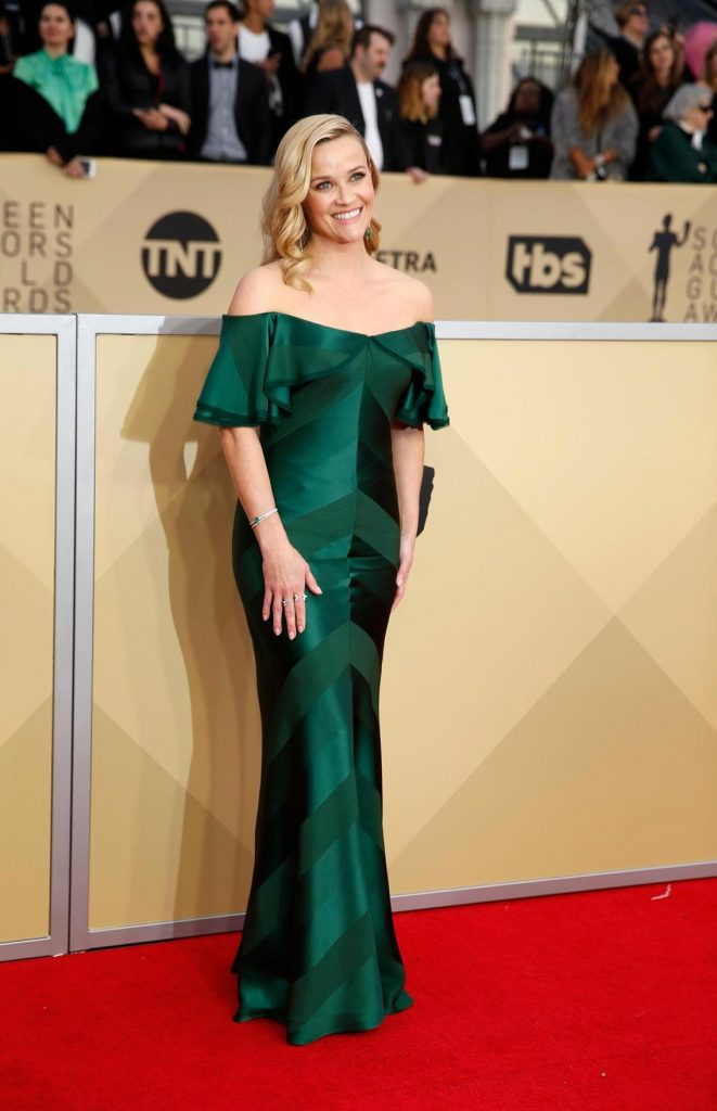 Reese Witherspoon wearing an emerald green Zac Posen dress at the 2018 SAG awards.