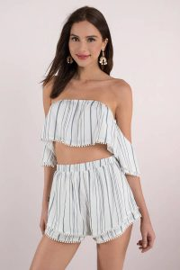 Shop the LOCKDOWN BLUE CROP TOP at tobi.com!