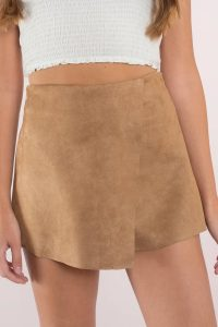 Get comfy while staying chic with the Let It Burn Suede Skort. Featuring suede fabrications and front detailing. Pair with crop top and heels.