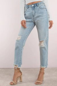 These high rise girlfriend jeans are the perfect staple for your wardrobe! Featuring a light wash and distressed detail at the knees. Pair with virtually anything, such as a cropped hoodie and vans, or a satin blouse and heels.