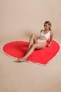 tobi.com - ban.do be mine giant heart shaped towel