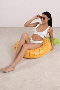 tobi.com - pinapple pool floatie