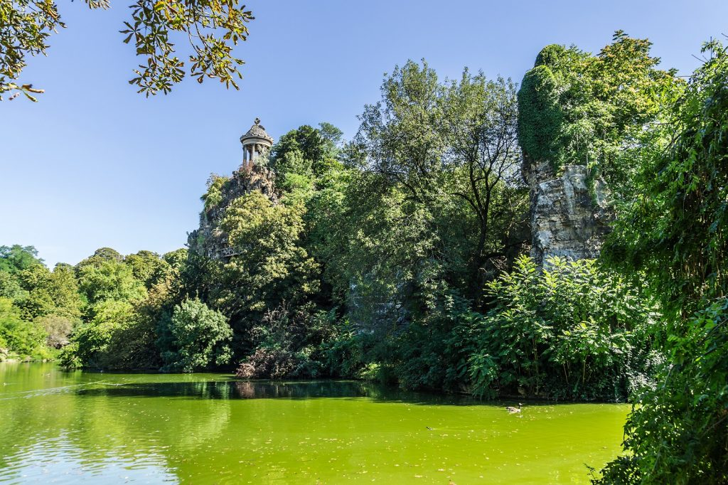 buttes chaumont paris france